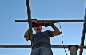worker-grinding-1219597-m