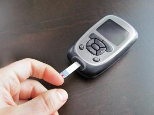 blood-glucose-meter-1413150-m